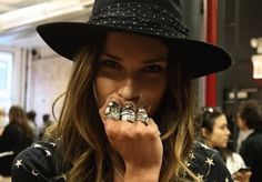 Erin wasson hat and chunky rings Erin Wasson, Rock Style, My Style, Girl Style, Indie Style, Woman Style, Boho Rock, Swagg, Girl Crushes