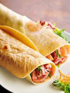 Piadina ham and cheese - La Piadina prosciutto e formaggio è una ottima idea per una pausa pranzo diversa, fresca e salutare. Provate a dare il primo morso, e poi preparate il bis!