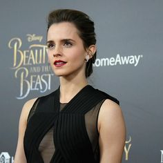 "11 m Gostos, 52 Comentários - Emma  Watson (@emwatson_) no Instagram: ""#beautyNYC #beourguest"""