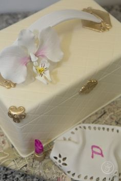 Detail from a bridal shower themed cake.  L'Art du Gâteau Graduation Showcases Edible Artistry | The French Pastry School
