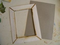 Make Picture Frames Out of Cereal (free) Box Cardboard! Diy Picture Frames On The Wall, Cardboard Picture Frames, Picture Frame Crafts, Frame Wall Decor, Diy Frame, Diy Wall Art, Frames On Wall, Paper Frames, How To Make Frames