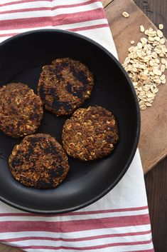 Spicy vegan breakfast sausage patties made with oats Hearty smoky savory and glutenfree The perfect addition to any breakfast Vegetarian Breakfast, Sausage Breakfast, Best Breakfast, Breakfast Recipes, Vegetarian Recipes, Vegan Breakfast Sausage Recipe, Breakfast Bites, Sante Plus, Whole Food Recipes