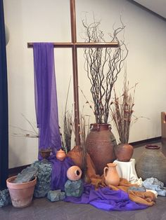 Easter Altar Decorations, Lent Decorations For Church, Stage Decorations, Altar Design, Church Design, Church Flower Arrangements, Church Flowers, Church Banners, Deco Floral