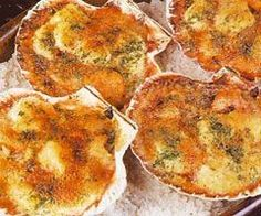 Jakobsmuschel-Rezept - Art et design culinaires - Culinary arts and design - No Cook Appetizers, Appetizer Recipes, Seafood Recipes, Cooking Recipes, Coquille Saint Jacques, Cuisine Diverse, Scallop Recipes, How To Cook Fish, English Food