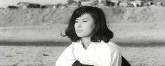 SOON-OK FAIT PLEURER LE TRIBUNAL  BEOPCHANGEUL ULRIN OK-I  Kwon-taek Im Corée / 1966 / 100 min Avec Hie Mun, Mu-ryong Choi, Woon-ha Kim.  Soon-ok soutient les siens en travaillant à l'usine. Avec son fiancé, elle rêve d'une vie meilleure. Après l'expropriation de la famille et le départ à l'armée de son fiancé, elle prend une décision dangereuse.