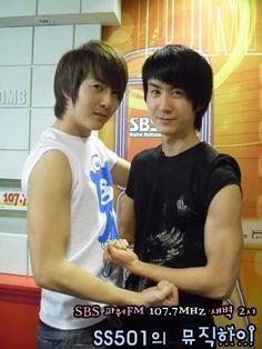 ♥~ Hermanos Kim ~♥  Kim Hyung Jun y Kibum en unos de los programas de Music High…