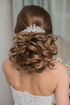 curly updo wedding hairstyles via olga larionova - Deer Pearl Flowers / http://www.deerpearlflowers.com/wedding-hairstyle-inspiration/curly-updo-wedding-hairstyles-via-olga-larionova/