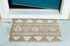 Make your own outdoor mat by designing a pattern over a natural fiber-ed rug and spray painting over- creaturecomfortsblog.com