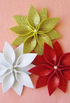 In this DIY tutorial, we will show you how to make Christmas decorations for your home. The video consists of 23 Christmas craft ideas. Disney Christmas Ornaments, Easy Christmas Crafts, Felt Christmas, Simple Christmas, Christmas Wreaths, Burlap Christmas, Advent Wreaths, Christmas Tables, Christmas Poinsettia