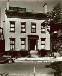 Le Saviez vous ? Truman Capote a vécu à Brooklyn Heights. – ILuvNYblog The Bowery Boys, New York Blog, Columbia Heights, Boarding House, Brooklyn Heights, New York Public Library, Park City, New York City, Facade