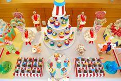 Após meses demuita dedicação e preparativosfinalmente chegou o grande dia:a festa do 1o aniversário do João Vitor. E como todos puderam ...
