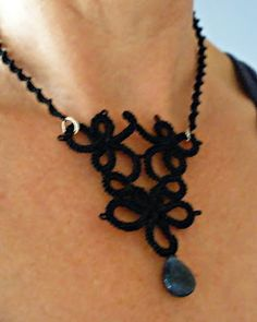 Needle tatted necklace with pattern.