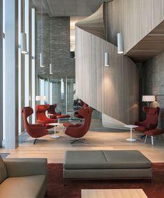 Sede central del Banco DNB por MVRDV.    La imponente escalera aporta una textura cálida y sobria al interior. #Esmadeco.