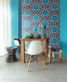 Eijffinger behang Suzani - zwart, blauw - 314003/ 314073. Eetkamer, tafel.