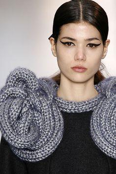 Sandra Backlund - the Fashion Spot Knitwear Fashion, Knit Fashion, Structured Fashion, Sandro, Extreme Knitting, Sandra Backlund, Big Knits, Swedish Fashion, Chunky Wool