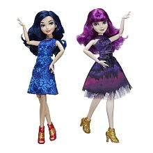 Disney Descendants 2 Isle of the Lost Royal Yacht Fashion Dolls - Mal and Evie The Descendants, Disney Descendants Dolls, Disney Dolls, Descendants Characters, Dc Superhero Girls Dolls, Audrey Doll, Yacht Fashion, Mal And Evie, Barbie Sisters