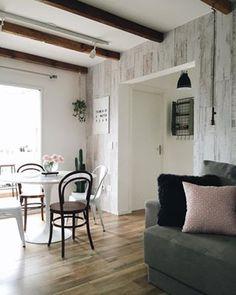 Inspire e expire esta sala arrumadinha, iluminada, com poucas e boas coisas. | 14 imagens de lares minimalistas que vão te dar paz de espírito
