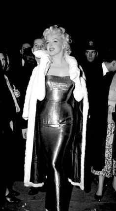 Marilyn with an extraordinary looking evening gown.