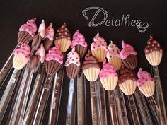Colheres decoradas com Cupcakes em biscuit