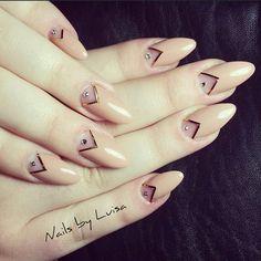 Nails by @luisaagoonzalez <3 ..I loovee itt