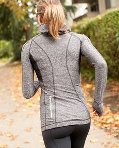 Love love love this thing! Sad no one has them anymore. Run: Back on track pullover by Lululemon
