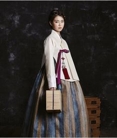 한복 hanbok : korean traditional clothes dress h Korean Fashion Office, Korean Fashion Minimal, Korean Fashion Ulzzang, Korean Fashion Trends, Korea Fashion, Asian Fashion, Korean Dress, Korean Outfits, Korean Traditional