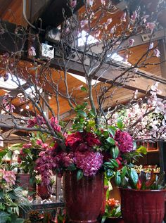 C.B.I.D. HOME DECOR and DESIGN: FLORAL DESIGN: Rogers Gardens, Newport Beach... beautiful design