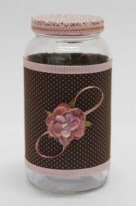 Vidro de palmito reciclado… Decorado com tecido e flor.