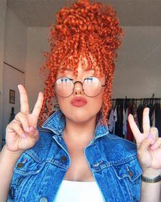 Round Face Glasses: Tips for Choosing the Ideal and 20 Beautiful Models Afro Hair Style, Curly Hair Styles, Natural Hair Styles, Dyed Natural Hair, Dyed Hair, Glasses For Round Faces, Red Orange Hair, Natural Hair Transitioning, Colored Curly Hair
