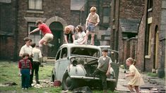 Shirley Baker exhibition - her photographs reveal the forgotten Salford and Manchester slums of the Vintage Photography, Amazing Photography, Shirley Baker, Unseen Images, Manchester Uk, Manchester Street, Blood Brothers, Working Class, Slums