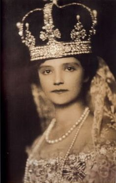 Zita of Bourbon-Parma, wife of Emperor Charles of Austria, Empress of Austria, Queen of Hungary, and Queen of Bohemia (Such a small but determined face. Royal Crowns, Royal Tiaras, Tiaras And Crowns, Belle Epoque, Corona Real, Franz Josef I, Thurn Und Taxis, Royals, Sissi