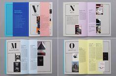 Des lettrines en Ambroise© annoncent chaque entrée de chapitre du petit cahier bleu.