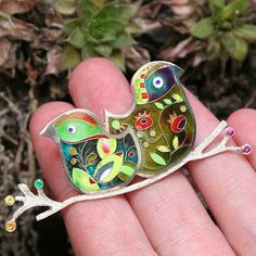 So much preasures to be with the one in love. Although everybody is unique and different from others, we all need this: to sit on the same tree brunch, hand in hand, resting in an ocean of tenderness. silver & cloisonne