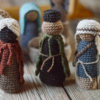 Today is day three of the Rustic Nativity CAL and we will be making three figures: 2 standing wise men and 1 standing shepherd. These are fun to make because they have a few extra accessories.  I especially love the cute little shepherd's crook. You can make one by cutting an approx. 5″ length ofClick for more