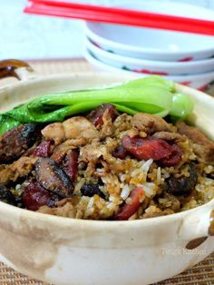 Today I'm sharing a cheated way of preparing a classic claypot rice using a rice cooker! Unlike cooking over claypot, you won't be able to . Rice Noodle Recipes, Rice Cooker Recipes, Sausage Recipes, Chicken Recipes, Claypot Rice Recipe, Claypot Chicken Rice, Marinated Chicken Thighs, How To Cook Rice, Rice Dishes