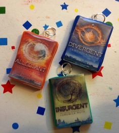 Mini books of the Divergent series. Handmade with polymer clay and glazed to shine. Listing is for all 3 books. Divergent Party, Divergent Trilogy, Divergent Insurgent Allegiant, Divergent Birthday, Premier Designs, Fall Jewelry, Book Jewelry, Summer Jewelry, Diy Jewelry