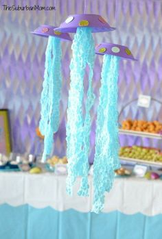 Explore the depths of the ocean with this jellyfish party decoration.