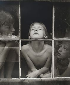 Jock Sturges, Christina, Misty Dawn and Alisa, Today is my birthday with my gift to you: photos from my favorite photographers, like& Sturges. Jock Sturges is a very controversial photographer moves from his striking portraits. Sally Mann Photography, Fine Art Photography, Street Photography, Portrait Photography, People Photography, Window Photography, Jock, Misty Dawn, Last Day Of Summer