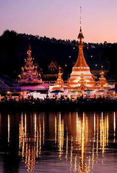 the wat beside the lake in downtown mae hong son #travel #thailand #bangkok
