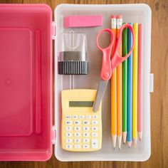Follow this 3 week back-to-school checklist to make sure you stay on track and are ready when school kicks off!