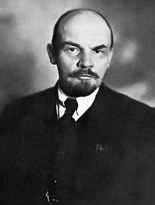 Vladimir Lenin was tegen de Tsaar en daarom was hij verbannen uit het land samen met Trotski want zij wouden dat het land communistisch zou worden. Later werd hij geholpen door Duitsland en ging weer terug naar Rusland. Daardoor ontstond er een revolutie die heette ''de oktoberrevolutie'', waarbij de communisten aan de macht kwamen.