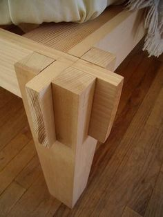 Japanese joinery, simple, functional... More Woodworking Projects on www.woodworkerz.com