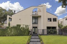Beautiful modern home located near Rice University and the medical center.