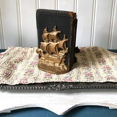 This is the neatest set of cast metal pirate ship bookends! They are super heavy and very substantial. They are gold colored. These would be great in your nautical themed library. I got these at an antique auction in Tampa Bay. Vintage Office Decor, Vintage Library, Spanish Galleon, Cast Iron, It Cast, Antique Auctions, Wall Street Journal, Natural Cleaning Products, Metal Casting