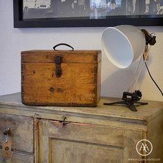 Pequeno baú de madeira vintage