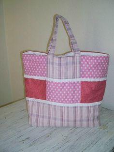 Il ya quelques temps, j'ai réalisé un sac cabas aux couleurs acidulées pour l'été...si toutefois, il arrive....bon, celui ci est en...