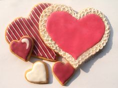 heart cookie - brush embroidery technique from http://polishcookies.blogspot.com/