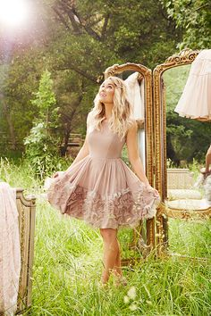 The official site of Lauren Conrad is a VIP Pass. Here you will get insider knowledge on the latest beauty and fashion trends from Lauren Conrad. Style Work, Mode Style, Pretty Dresses, Beautiful Dresses, Lauren Conrad Style, Lauren Conrad Kohls, Moda Chic, Love Fashion, Womens Fashion