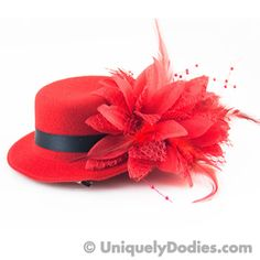These little felt hats are 5 inches in diameter and have two alligator clips to easily attach to your hair...