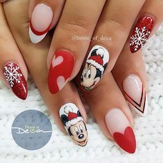 21 Frozen Snowflakes Christmas Nails Beautiful Christmas Nail Designs Picture 3 See more: Disney Christmas Nails, Xmas Nails, Christmas Nail Designs, Holiday Nails, Xmas Nail Art, Christmas Girls, Christmas Pictures, Trendy Nails, Cute Nails